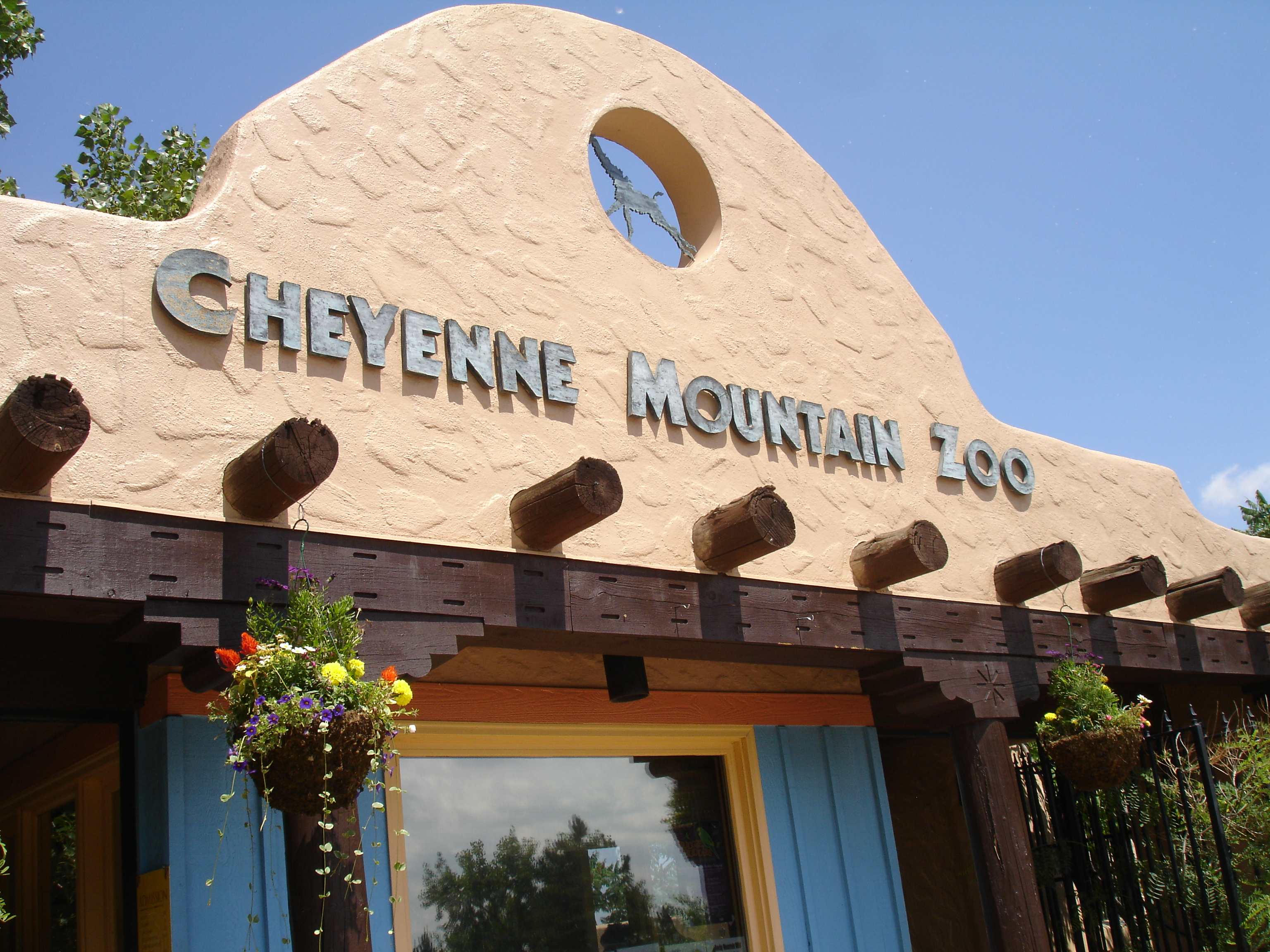 Cheyenne Mountain Zoo Fun Bus